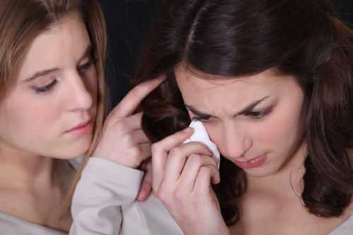To kvinner viser omsorg