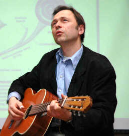 Audun Myskja med gitar