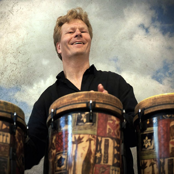 Mikael Khei med trommer