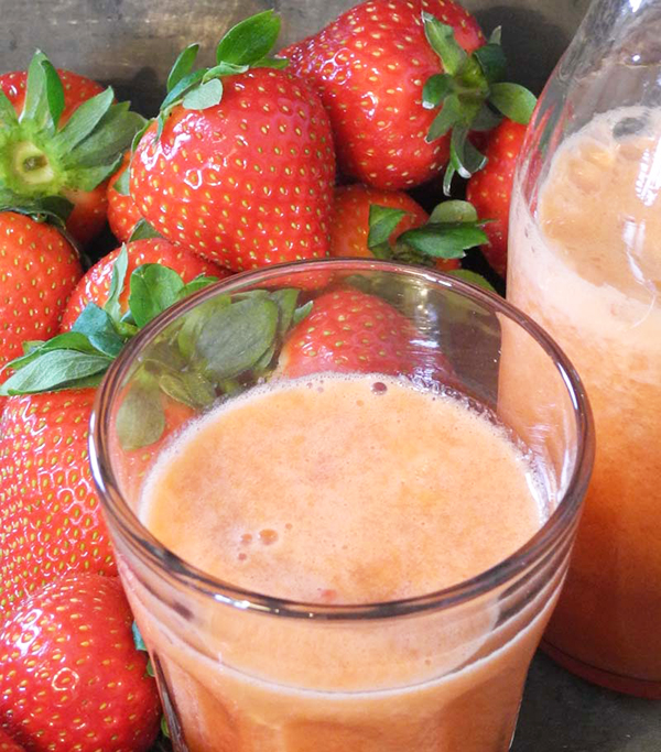 Juice med pasjonsfrukt og jordbær